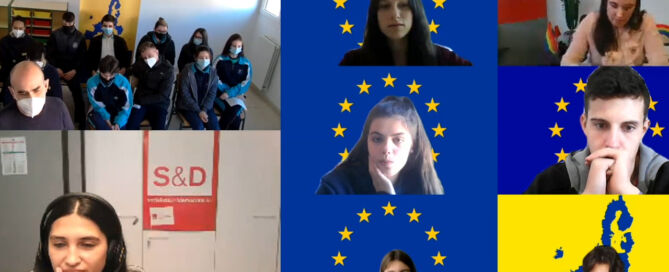 Captura de pantalla de una videoconferencia entre una eurodiputada y diversos jóvenes, algunos desde sus hogares con banderas de Europa y mapas como fondo, y otros en grupo desde clase sentados en sillas con mascarilla puesta